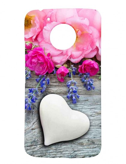 Button Rose With Lavender Flowers & A White Heart - Motorola Moto G5 Printed Hard Back Cover.